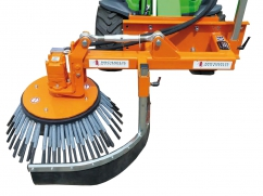Weed brush machine for tractor - hydraulic