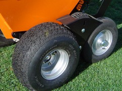 Turf tyre set complete for Muck-Truck