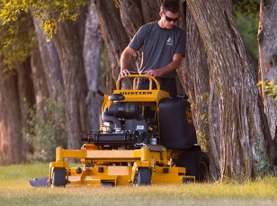 Zeroturn stand-on mowers